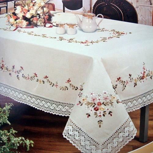 Льняная скатерть с вышивкой лентами